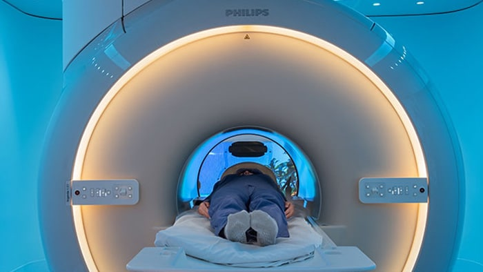Reducing patient stress to improve MR imaging